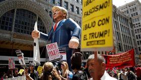 川普阻非法移民 洛杉磯勞工遊行抗爭/路透社