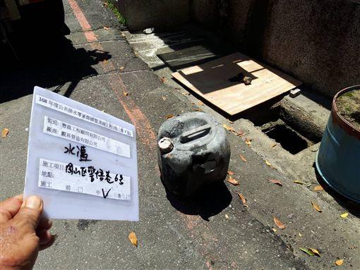 岡山警悟巷挖出塑膠桶,高雄市府提供 ID-1977215