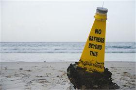 海難,翻船,船難,翻覆,海域,警告。(圖/翻攝自Pixabay) https://pixabay.com/zh/photos/%E6%B5%B7%E6%BB%A9-%E6%B5%AE%E6%A0%87-w-%E6%B0%B4-%E6%B5%B7-1042883/
