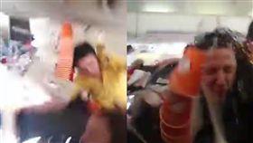 飛機,受傷,亂流,高度,空服員,天花板,波音,驚悚,拋飛,空姐 圖/翻攝自YouTube