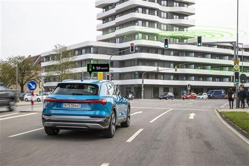 ▲Audi交通號誌資訊互聯服務。(圖/Audi提供)