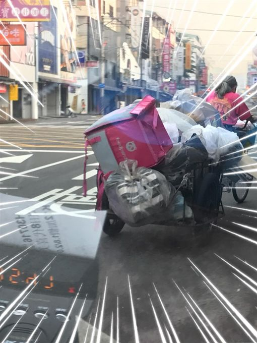 回收,回收車,Foodpanda,外送箱,爆廢公社 圖/翻攝自臉書爆廢公社