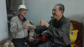 兄伴身障弟47年 放棄赴日留學與婚姻