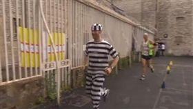 英國監獄馬拉松。(圖/翻攝自No Comment TV YouTube)