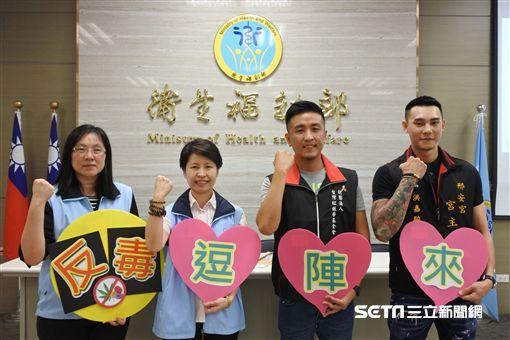 ▲食藥署與台灣紅絲帶基金會合作,推動「宮廟陣頭毒品防制宣導」。(圖/食藥署提供)