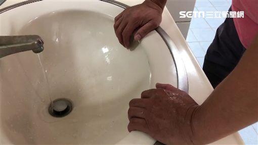 驚悚!雙手重壓洗手台垮 10歲男童神經、肌肉被割斷