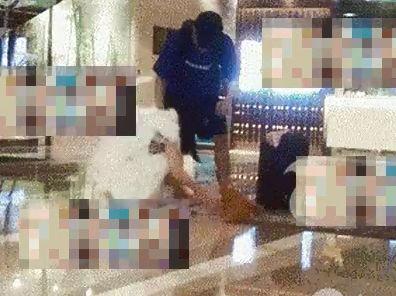 婁藝瀟被拍到醉後與男子開房。(圖/搜狐娛樂微博)