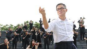 羅大佑有50人管弦樂團助陣合作。(圖/種子音樂提供)