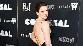 安海瑟薇(Anne Hathaway)/FB