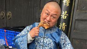 納豆《庖丁傳奇之鴛鴦蝴蝶料理夢》殺青後想回台卻遇到長榮罷工。臉書