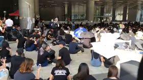 反送中/抗議再升級!上千人包圍立法會「和平野餐」(圖/翻攝自《Stand News 立場新聞》臉書)