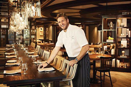 (s)圖說三:與家人朋友在2019米其林星廚柯提斯・史東 (Curtis Stone) 主廚創立的SHARE餐廳擁有美食饗宴(公主遊輪提供).jpg