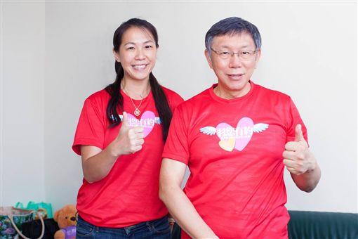▲台北市長柯文哲(右)與全民羽協理事長吳宜倫。(圖/全民羽協提供)