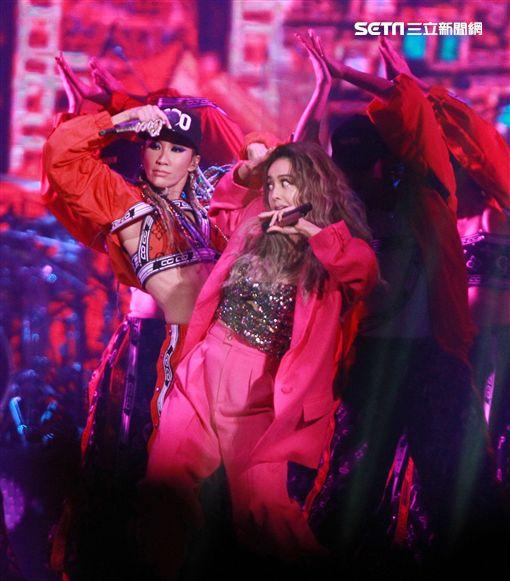 李玟、蔡依林合唱《好心情》。(圖/記者邱榮吉攝影)