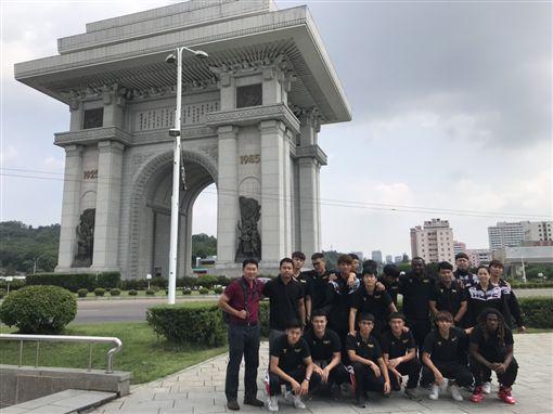 ▲航源FC隊職員在平壤合影。(圖/航源FC提供)