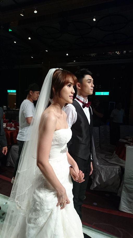 孫翠鳳女兒陳昭賢出嫁。(圖/翻攝自明華園戲劇總團)