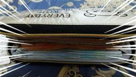 老婆,私房錢,錢包,鈔票(圖/爆廢公社)
