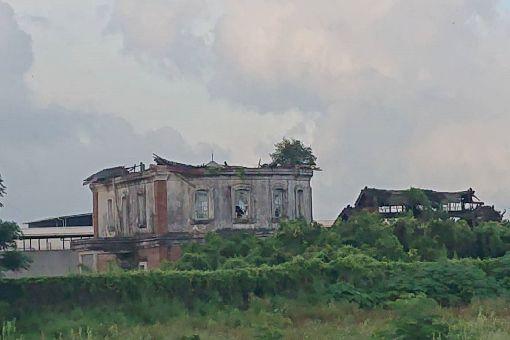 台南監獄舊八卦樓坍塌嚴重位於台南市歸仁區台南監獄圍牆附近的舊八卦樓,是從中西區監獄舊址拆遷的建物,因年久失修坍塌嚴重。中央社記者楊思瑞攝 108年6月23日