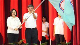 ▲總統為世大運代表團授旗。(圖/體育署提供)