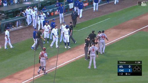 ▲小熊、勇士一度板凳清空。(圖/翻攝自MLB官網)