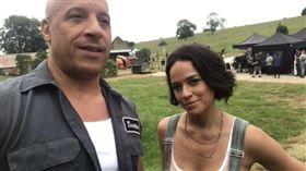 「唐老大」馮迪索(Vin Diesel)在IG貼出在片場拍攝的影片,「莉茲」蜜雪兒羅德里奎茲(Michelle Rodriguez)。IG