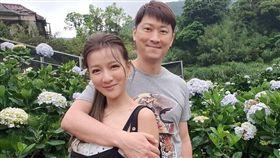 藝人侯昌明跟老婆曾雅蘭/臉書
