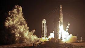 福衛七號6衛星全數通聯 台灣航太實力邁一大步 福爾摩沙衛星七號台北時間25日下午2時30分在美國佛羅里達州甘迺迪太空中心,搭乘SpaceX獵鷹重型火箭發射升空。(圖/美聯社/達志影像)