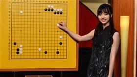 圍棋女神黑嘉嘉赴日上NHK直播節目擔任「講棋人」。(圖/種子音樂提供)