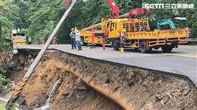 新竹,北埔,道路崩塌,坍塌,北埔冷泉,路基掏空(圖/翻攝畫面)