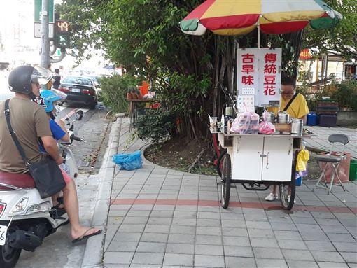 天氣熱就全身起水泡!夫妻忍烈陽賣豆花 只求一家三口溫飽