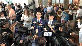黃台仰和李東昇德國國會演講黃台仰(左)和李東昇(右)4日在德國國會演講,吸引大批香港記者採訪。中央社記者林育立柏林攝  108年6月5日
