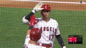 ▲大谷翔平左外野飛球,二壘上隊友竟跑回本壘變高飛犧牲打。(圖/翻攝自MLB官網)
