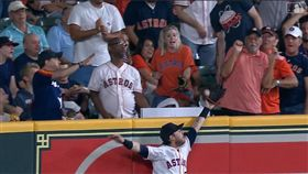 ▲瑞迪克(Josh Reddick)全壘打牆上沒收陽春砲。(圖/翻攝自MLB官網)