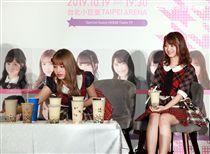 AKB48成員加藤玲奈、馬嘉伶特別來台宣布10月台北小巨蛋初登場。(記者邱榮吉/攝影)