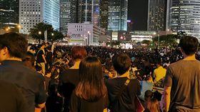 港人集會  呼籲G20領袖支持撤法香港泛民團體民陣趁20國集團(G20)峰會舉行前,26日晚發起集會,希望出席峰會的領袖支持他們要求港府撤回逃犯修訂條例草案的要求。中央社記者張謙香港攝  108年6月26日