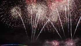 澎湖海上花火節壓軸長達2個多月的國際海上花火節,自4月18日起至6月27日止,共計施放22場次,其中包括母親節加演,創造超過20萬人次的旅遊人潮來欣賞花火,今晚將劃下完美句點。(資料照片)中央社  108年6月27日