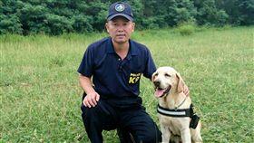 澎湖警緝毒犬歐弟將除役  領犬員萬般不捨澎湖縣警局警犬隊領犬員王在正擔任「歐弟」的領犬員,迄今有1年3個多月,幾乎天天在一起,建立良好的關係與勤務上的默契,對歐弟的除役最感不捨。中央社  108年6月27日
