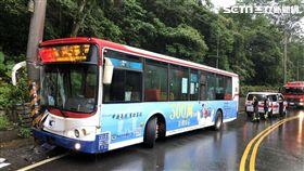 公車,電線桿,乘客,新北,翻攝畫面