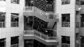 樓梯,公司,樓上,(圖/pixabay)