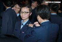 同學們相互掛階。(記者邱榮吉/鳳山拍攝)