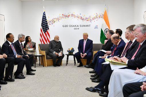 莫迪與川普率高官舉行美印雙邊會談印度總理莫迪(中左)與美國總統川普(中右)28日在大阪的20國集團(G20)峰會開幕前,率政府首長舉行雙邊會談。(印度總理辦公室提供)中央社記者康世人新德里傳真  108年6月28日