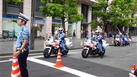 G20大阪峰會出動警力逾3萬名 規模空前日本首度舉辦G20峰會,共有37國與組織的元首或代表出席,日本出動3萬2000名警力維安,多處可看到安檢或警員站崗。中央社記者楊明珠大阪攝 108年6月28日