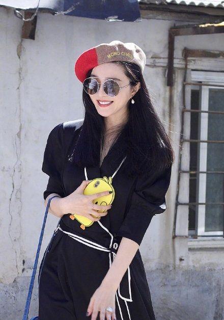 范冰冰在29日跟導演李玉、編劇史航一同現身北京的鼓樓西劇場參加朗讀活動。微博