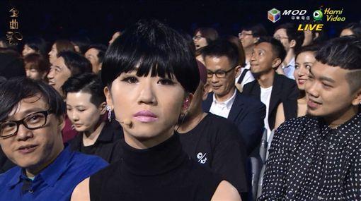 Lulu反串金曲評審陳珊妮維妙維肖。(圖/翻攝自金曲獎官網)