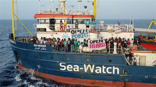 難民,義大利,Sea-Watch,女船長,拉奎特,德國。翻攝自Sea-Watch臉書粉絲團