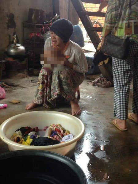 2歲女兒掉進鱷魚池!救出時只剩頭骨(圖/翻攝自中國報)