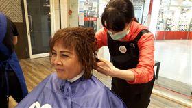 量販免費理髮服務。