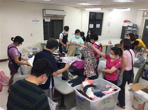 到離家最近的「掌櫃智能櫃」就能將二手衣物捐出去,讓舊衣物擁有新生命,幫助更多的人。(圖/掌櫃提供)