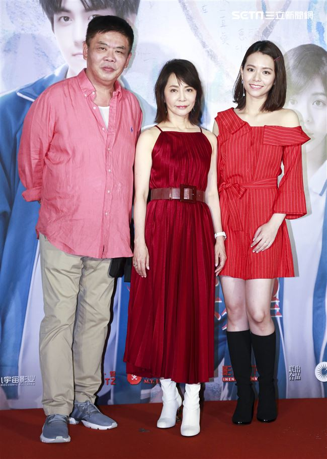 《我的青春都是你》電影首映會,導演柴智屏、馮凱,主演宋芸樺。(記者林士傑/攝影)