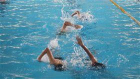 澎湖縣暑期游泳教學(2)澎湖縣體育會2日起開辦長達1個半月的暑期游泳教學活動,共計有近700名國中小朋友報名參加游泳訓練。中央社 108年7月2日